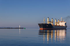 SWINOUJSCIE - BULK CARRIER IN THE OUTER HARBOR Royalty Free Stock Photos