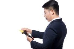 Swiping kredyt, kartę debetową Z czytnikiem kart płatniczy zakupy/ Obrazy Royalty Free