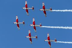 Swiss Air-Kracht PC-7 vertoningsteam die Pilatus vliegen PC-7 trainervliegtuigen stock foto