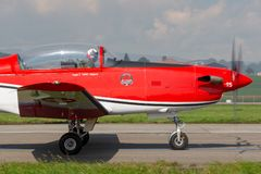 Swiss Air-Kracht PC-7 vertoningsteam die Pilatus vliegen PC-7 trainervliegtuigen royalty-vrije stock foto