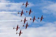 Swiss Air-Kracht PC-7 vertoningsteam die Pilatus vliegen PC-7 trainervliegtuigen stock foto's