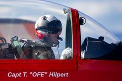 Swiss Air-Kracht proef van PC-7 vertoningsteam in de cockpit van een Pilatus PC-7 trainervliegtuigen stock afbeeldingen
