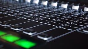 Switcher υγιούς παραγωγής της τηλεοπτικής ραδιοφωνικής μετάδοσης απόθεμα βίντεο