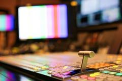 Switcher zapina w pracownianej staci telewizyjnej, audio i wideo, Productio obrazy royalty free