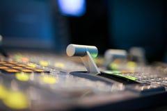 Switcher zapina w pracownianej staci telewizyjnej, audio i wideo, Productio zdjęcia royalty free