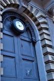 Swoboda stylu zegar, rocznika drzwi, czas i historia, zdjęcia stock