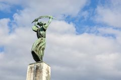 Swobody statua blisko cytadeli na Gellert wzgórzu obraz stock