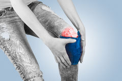 Swollen hurting knee. Royalty Free Stock Photography
