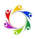 Swooshes del trabajo en equipo en un logotipo de la gente del círculo Imagen de archivo