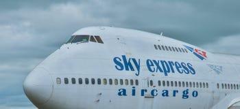 SX-FIN - Fret aérien exprès de ciel de Boeing 747-200CF Photos libres de droits