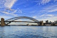 Sy桥梁淡紫色海湾天 库存照片