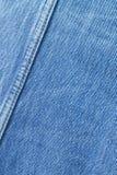 Sy ihop på jeansbakgrund. Royaltyfri Foto