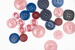 Sy knappar av olika färger som isoleras på vit Royaltyfri Fotografi