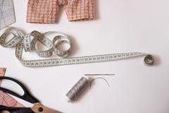 Sy och att reparera saker själv Royaltyfri Fotografi