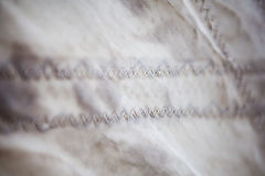 Sy tråden segla closeupen Arkivbilder