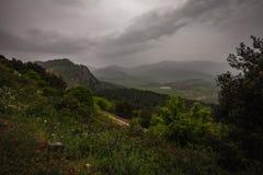 Sycylijczyka krajobraz z chmurzącymi niebami Zdjęcia Royalty Free
