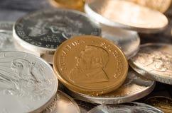 Sydafrika guld- mynt Kugurand med silver Eagle Coins Arkivfoto