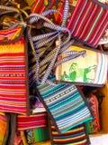 Sydamerika indier vävde tyger Färgrika handgjorda infödda filtar arkivbilder