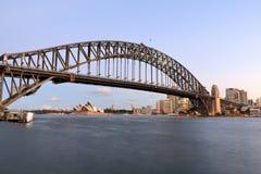 Sydeney在微明的港口桥梁 免版税图库摄影
