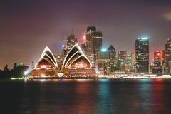 Sydeny operahus på skymningsolnedgånghimmel Sydney Opera Hous Arkivfoton