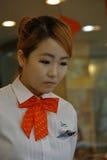 Sydkorea landens huvudstadområde, Seoul, servitris som arbetar på det Seoul kafét NOVEMBER 2013 Royaltyfria Foton