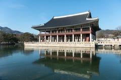 Sydkorea skryter träbyggnader som byggs i den Joseon dynastin Bankettkorridor av konungen Royaltyfri Fotografi