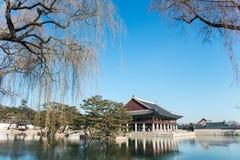 Sydkorea skryter träbyggnader som byggs i den Joseon dynastin Bankettkorridor av konungen Arkivbilder