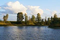 Sydlig kust av sjön i September Arkivbild