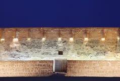 Sydlig vägg av det Arad fortet i blåa timmar Arkivfoton