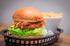 Sydliga Fried Chicken Burger royaltyfria foton