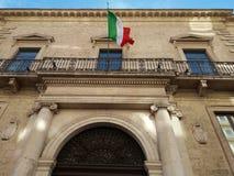_ Sydliga Italien 11-12-2017: Historisk byggnad av Bancapugliaen Fotografering för Bildbyråer