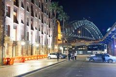 SYDNEY - AUGUSTUS 17, 2018: Nachtmening van de Rotsen en Sydney Har royalty-vrije stock fotografie