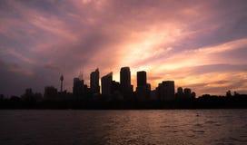 12-01-2018: Sydney, Austrália Arquitetura da cidade do porto de Sydney com si Fotografia de Stock Royalty Free