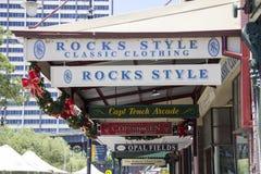 SYDNEY, AUSTRÁLIA 19 de dezembro 2913: Assina dentro a área das rochas de Fotos de Stock