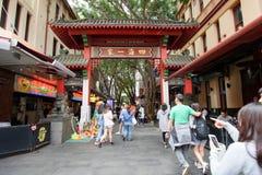 Sydney, Austrália - O 10 de outubro de 2017 - A porta do bairro chinês do ` s de Sydney imagem de stock royalty free