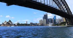 Sydney, Australië de stad in en Havenbrug 4K stock videobeelden