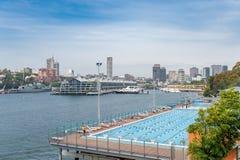 SYDNEY, AUSTRALIË - NOVEMBER 05, 2014: Waterpool dicht bij Koninklijke Botanische Tuinen in Sydney australië Royalty-vrije Stock Foto's