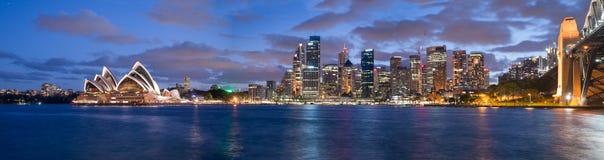Sydney, Australië Verbazende horizon bij schemer Royalty-vrije Stock Afbeeldingen