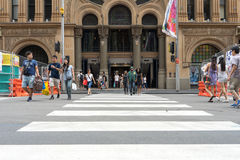 Sydney, Australia - 26 de diciembre de 2015: Muchedumbre de gente en el fa Imagenes de archivo