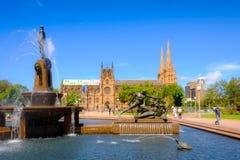 Sydney Australia-de fontein van de de dagtijd van het oriëntatiepunt hyde park archibald stock foto's