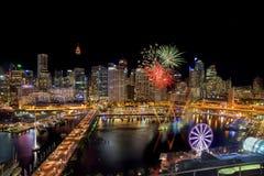 SYDNEY, AUSTRALIA - 12 de noviembre de 2016: Fuegos artificiales en Darling Har Imagen de archivo libre de regalías