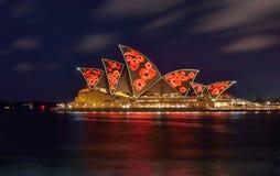 SYDNEY, AUSTRALIA - 11 de noviembre de 2016, illumi de Sydney Opera House Imágenes de archivo libres de regalías