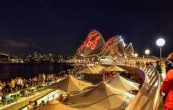 SYDNEY, AUSTRALIA - 11 de noviembre de 2016, illumi de Sydney Opera House Foto de archivo