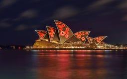 SYDNEY, AUSTRALIA - 11 de noviembre de 2016, illumi de Sydney Opera House Fotos de archivo