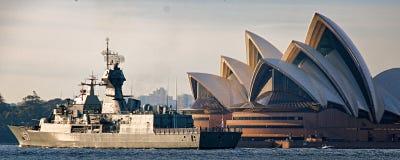 SYDNEY, AUSTRALIA - 9 de octubre 2013: Buques de guerra en las celebraciones australianas del centenario de la marina de guerra fotografía de archivo