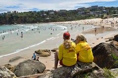 SYDNEY, AUSTRALIA - 13 GENNAIO 2018: Bagnini che sorvegliano Fres Fotografia Stock Libera da Diritti