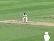 SYDNEY, AUSTRALIA - 31 GENNAIO 2016: il battitore del cricket gioca un colpo difensivo fotografia stock libera da diritti