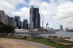 Sydney Australia Mar 24 2018, sikt över Barangaroo utveckling till Darling Harbour royaltyfri bild