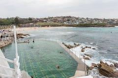 SYDNEY, AUSTRALIA - 15 NOVEMBRE 2014: Stagno della spiaggia e di acqua di Tamarama a Sydney, Australia Fotografie Stock