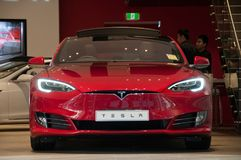 SYDNEY, AUSTRALIE - 5 MAI 2018 : Pair de couleur rouge du Tesla Model SP85 image libre de droits